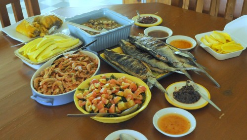 Steamed shrimp, seaweed salad (arorosep), grilled milkfish (bangus), sauteed oysters, tamales, green mangoes and shrimp paste.